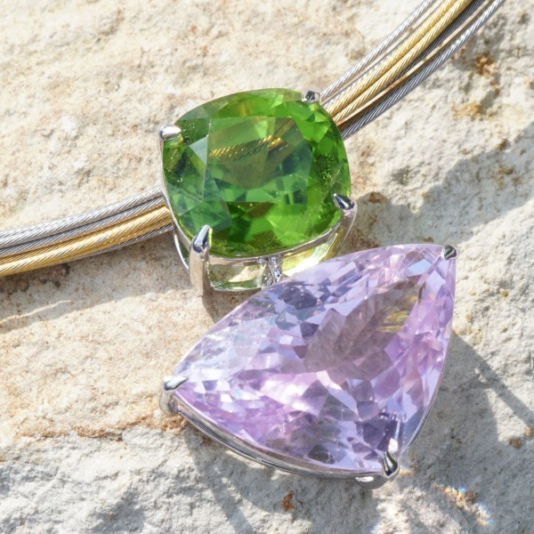Pendant with mint green peridot of 11 x 10 mm, 6.62 ct, AAA, Afghanistan, cushion shape, and pink bluish kunzite of 20 x 30 mm