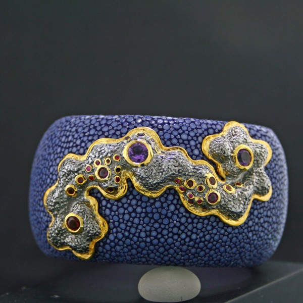 Rochenleder Armreif mit Edelsteinen Galaxy 925er Silber vergoldet Handarbeit