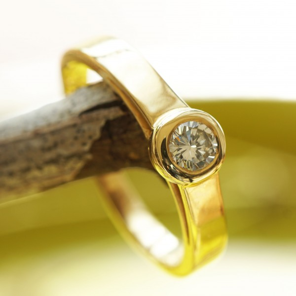 Solitär Brillant Ring 0.23 ct TCR VVS2 750er Gelbgold 3,9 mm D. tolle Brillanz
