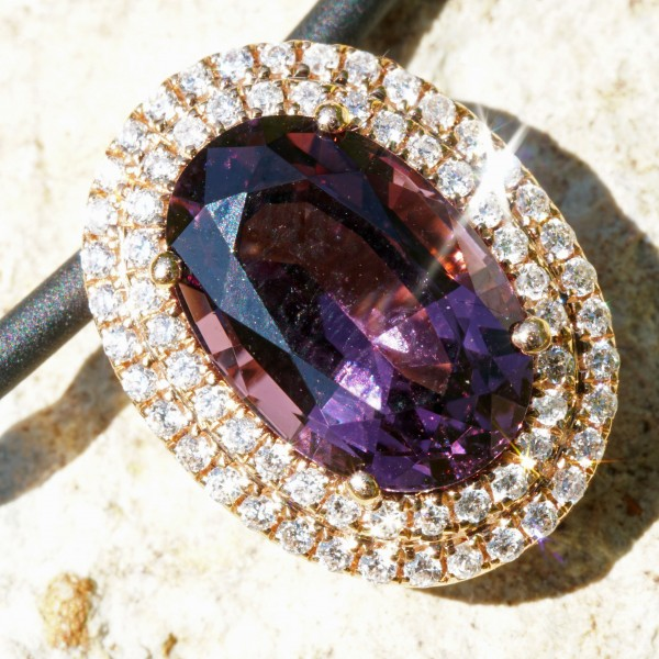 Spinel with unseen color from Tansania...3.86 ct huge seize