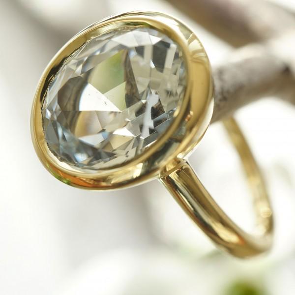 Schmuckzicke   Goshenit Beryll Ring 4.82 ct 18 kt Gelbgold aus Mosambik
