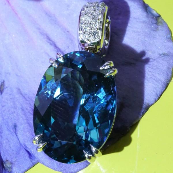 Schmuckzicke Anhaenger Blautopas Brillant Weissgold Blautopas Londen Blue 15 ct 0.15 ct massiv