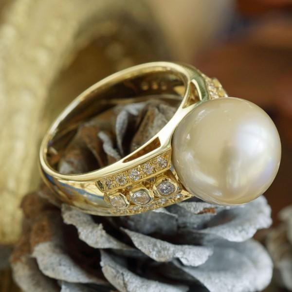Südsee Zuchtperl Brillant Ring in 750er Gelbgold