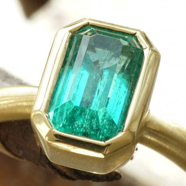 Schmuckzicke | Smaragd Ring 0.97 ct 18 kt Gold Afghanistan Panjshir Handarbeit
